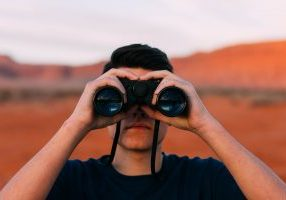 binoculars-1209011_1920 - Pixabay
